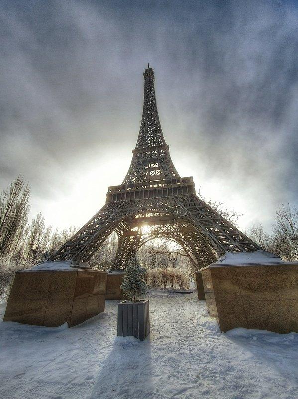 астана, нурсултан, эйфелева башня Зимний монументализм.photo preview