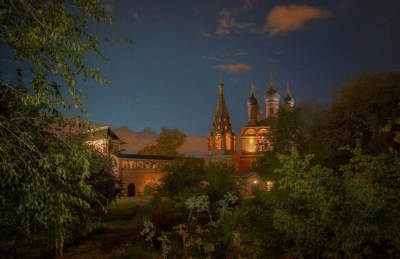 вечер, москва, храм, крутицкое подворье Московский дворикphoto preview