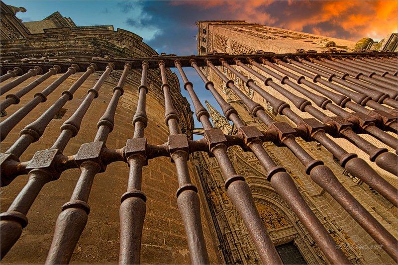 небо, собор, архитектура Горячее небо Севильиphoto preview