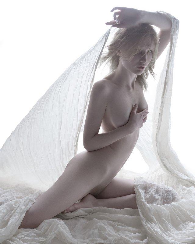 ню White Angelphoto preview