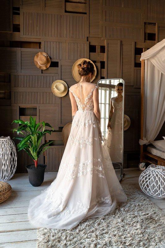 model, wedding, wedding dress, dress, studio, vertical, standing, bride, невеста, платье, зеркало, позирование, каталог, реклама The mirrorphoto preview