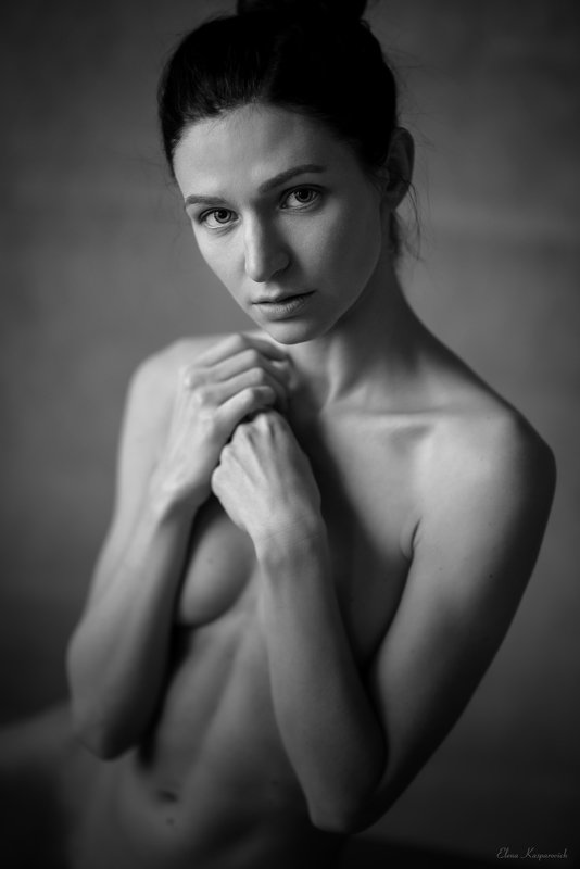 женский портрет, чб, потусторонняяphoto preview