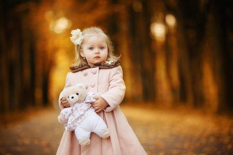 Аллея, Девочка, Дети, Игрушка, Коричневый, Мишка, Оранжевый, Осенняя прогулка, Осень, Пальто, Парк Аришаphoto preview