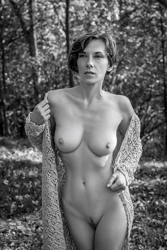 model, nude, naked, fine art, sexy, sensual, black and white, woman, female, body, erotica, glamour, fashion, fashion nude, autumn, nature, curves, E.photo preview