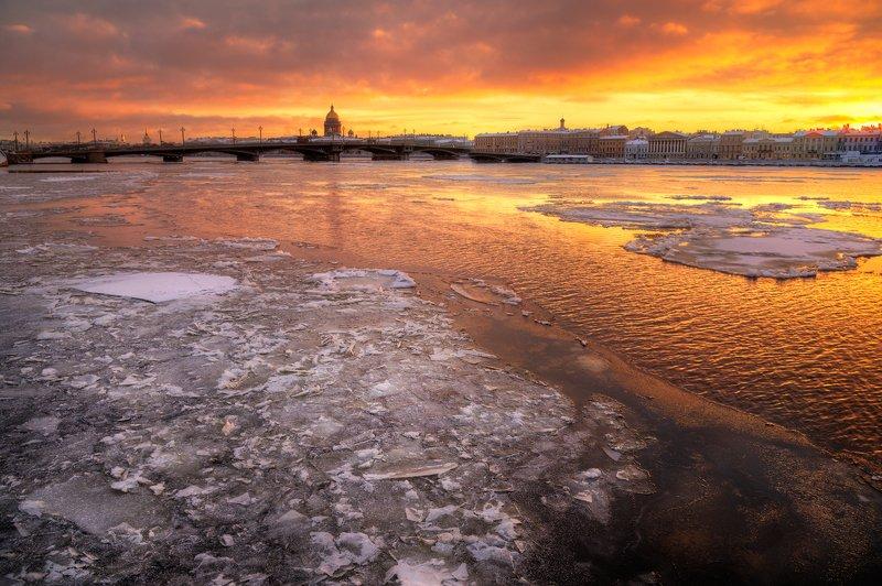 Морозное утро на набережной лейтенанта Шмидта. Санкт-Петербургphoto preview