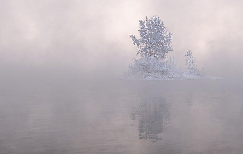 мороз, зима, енисей. Парящий островокphoto preview