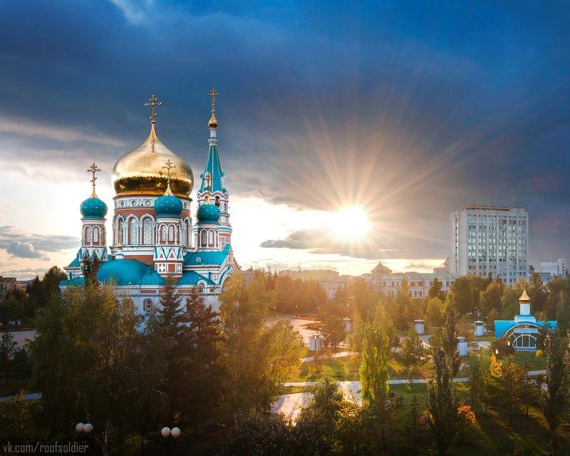 Омск, Россия, церковь, храм, закат, архитектура, крыша, крыша, открытка Соборная площадь, Омскphoto preview