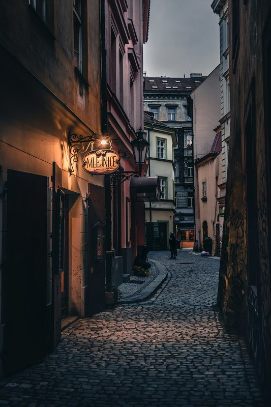 прага, ночь, улица, город, европа, вывеска, табличка, свет Улицы Прагиphoto preview