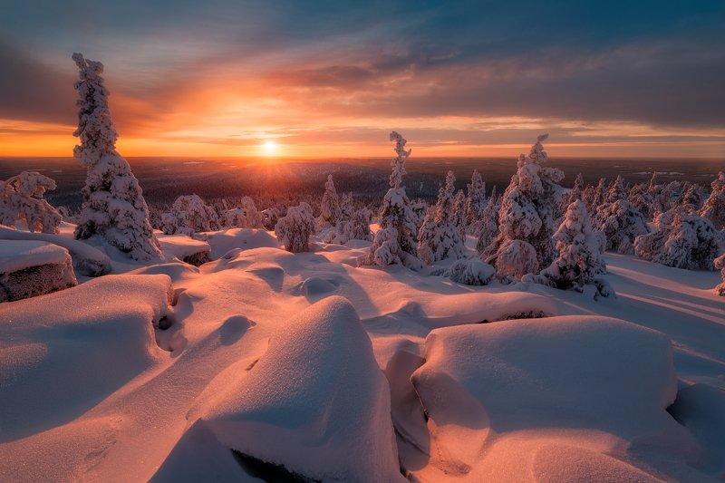 зима, небо, закат, ёлки, камни, вечер, закат, солнце День угасает так быстроphoto preview