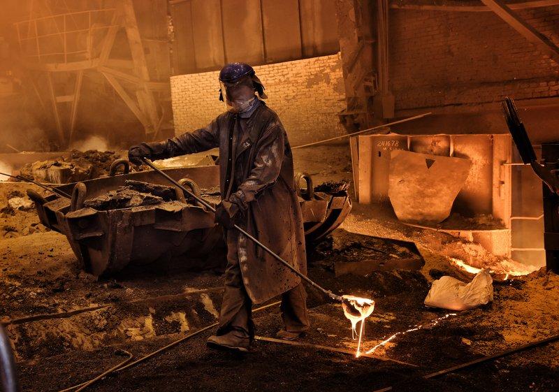 кипящий металл. железный характер Горячая работаphoto preview