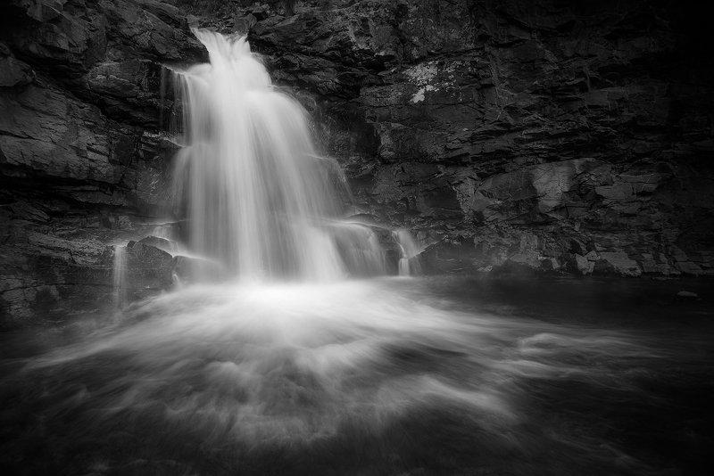 пейзаж, природа, водопад, река, речка, горная, горы, скалы, камни, поток, течение, чб, чернобелое, сибирь, алтай, кокоря Водопады Кокоряphoto preview