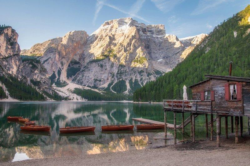 доломиты,braies утро на озере Braiesphoto preview