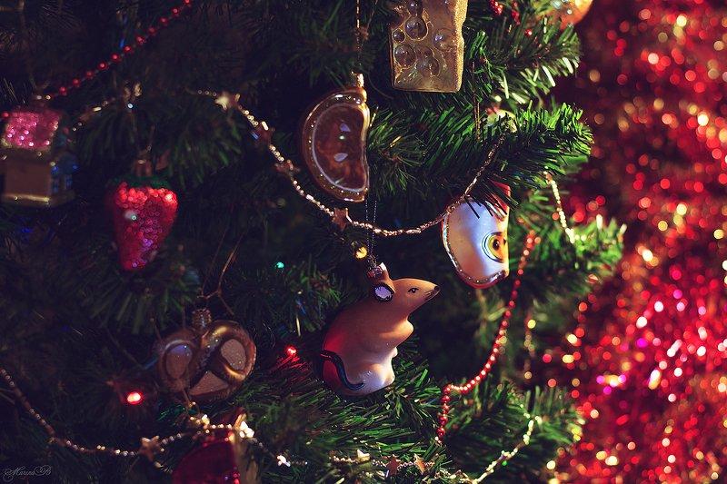 ёлка, новый год, ёлочные игрушки, блестки, мишура С наступающим Новым годом!photo preview