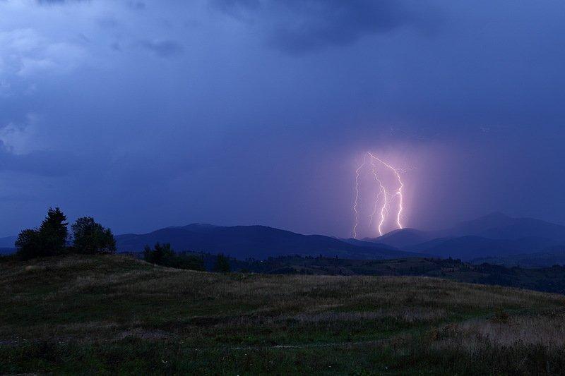 горы, гроза, карпаты, молния, ночь Беспокойная ночьphoto preview