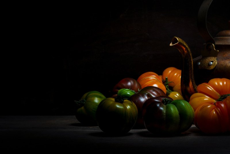 food; tomate; tomato; gastronomie; fooding; black, dark; light; kitchen; red, green, orange, yellow; jug; pitcher; crock; Automatephoto preview