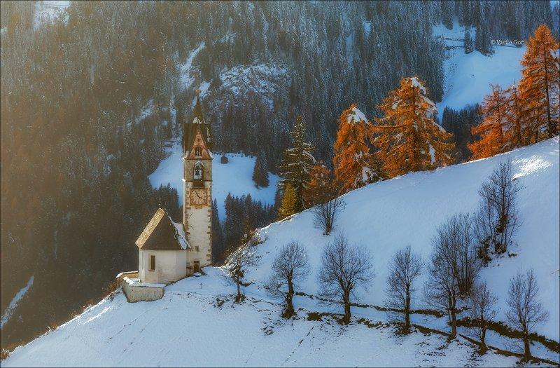 la valle wengen,доломиты,италия.сельский пейзаж,церквушка,санта барбара,толпей,первый снег Открытка из Доломитphoto preview
