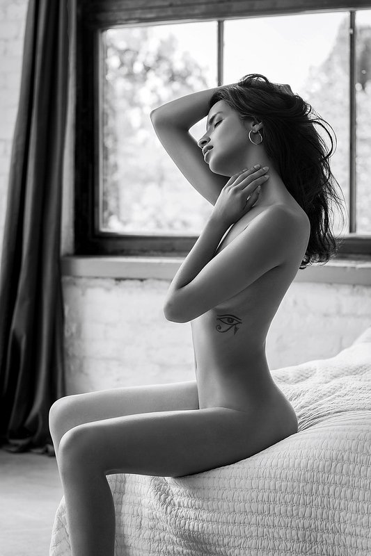model, nude, naked, fine art, sexy, sensual, black and white, woman, female, body, legs, erotica, glamour, curves, natural light, bedroom, Vivianephoto preview