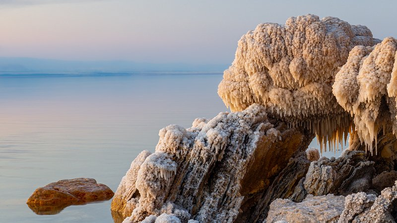 Solne formacje w Morzu Martwymphoto preview