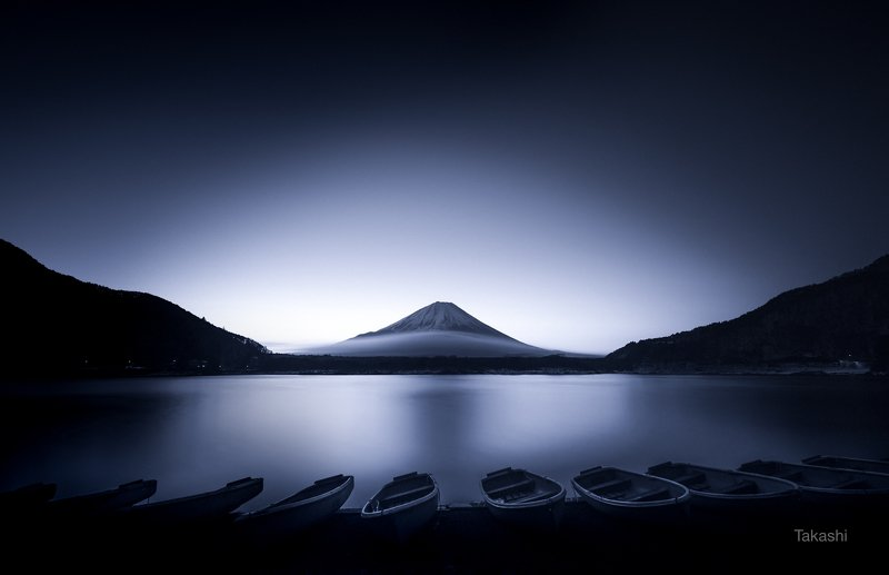 Fuji, mountain,lake,Japan,boat,cloud,water,fog,haze,sunrise Boats at dawnphoto preview