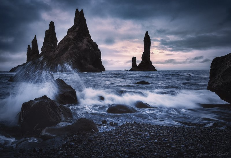 black beach, iceland The remains of destroyed Titans (Осколки Титанов)photo preview