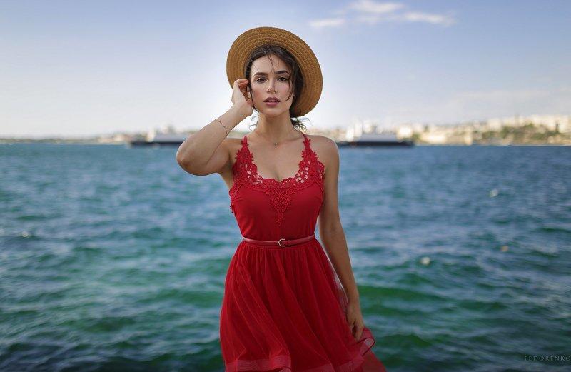 портрет море красное платье девушка красный шляпка Лизаphoto preview