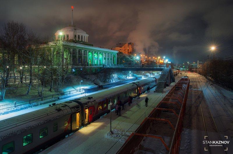 Мурманск, ночь, город, вокзал, поезд Здесь начинается Мурманскphoto preview
