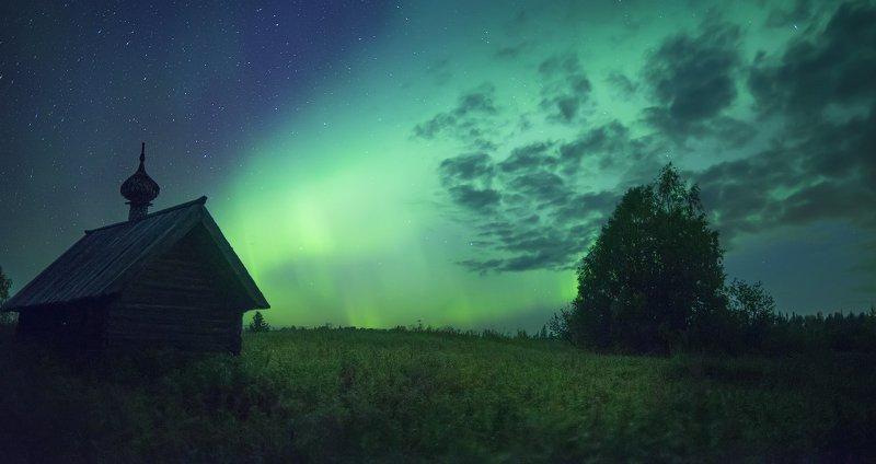северное сияние, русский север, ночь, астрофото, звезды, ночное небо, деревянное зодчество, aurora borealis photo preview