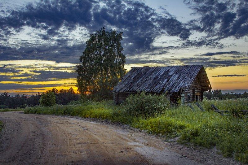 архангельская обасть, белая ночь, кенозерский национальный парк, русский север, заброшенные деревни Дом у дорогиphoto preview