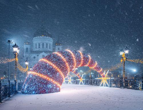 Новогодние декорации Патриаршего моста