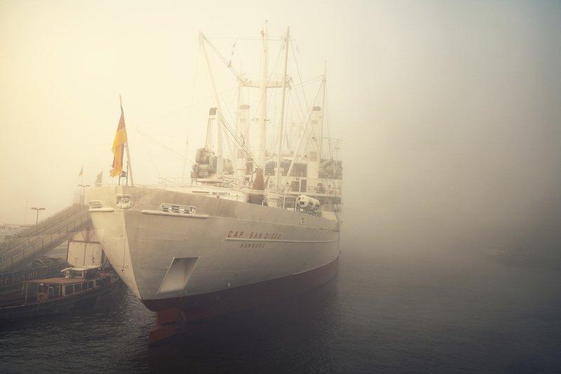 hamburg, germany, ship. fog, mist, haze, water, river, elbe, harbour Cap San Diegophoto preview