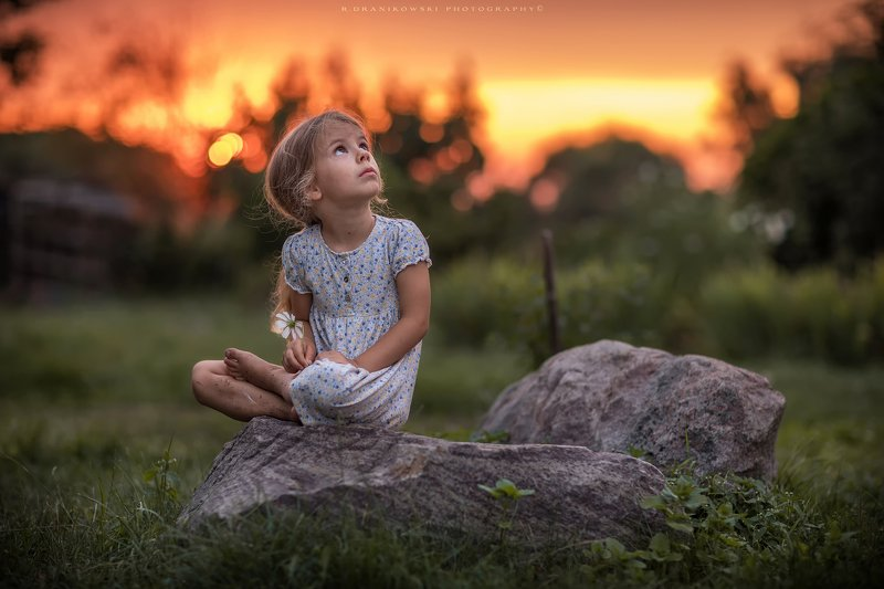 little dreamer girl cute dranikowski bokeh sunlight sundown natural light grass rocks nature no retouching 85mm little dreamerphoto preview