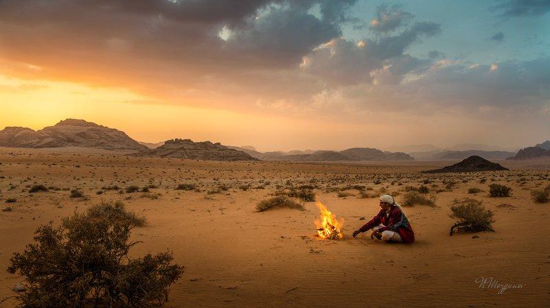 Закат в пустынеphoto preview