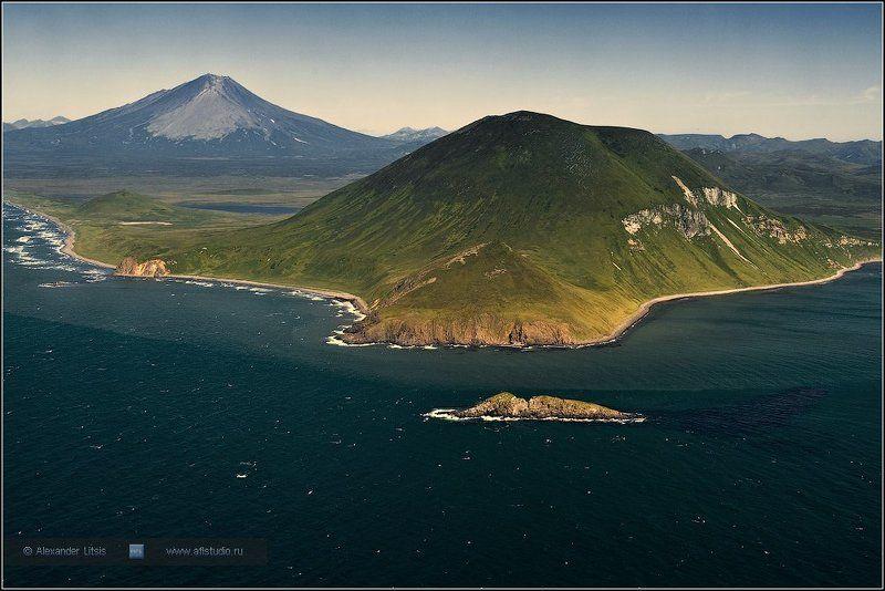 море,горы,гора,вулкан,берег,побережье,камчатка,остров,мыс Южный берегphoto preview