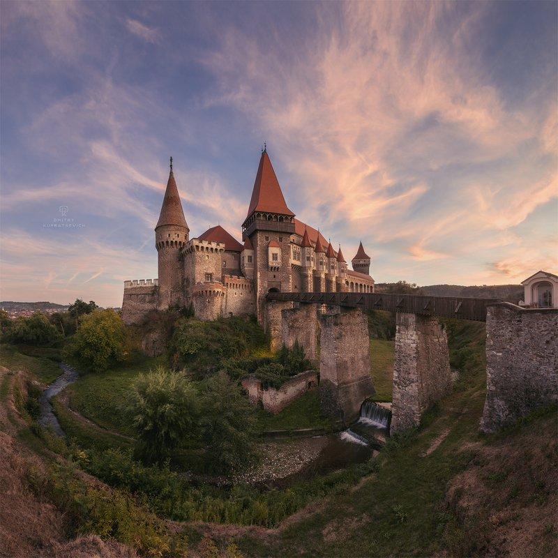 румыния, пейзаж, архитектура, замок, закат, вечер Замок Корвиновphoto preview