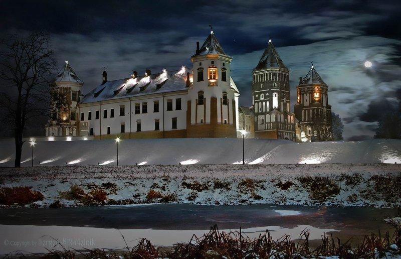 беларусь, мирский-замок Лунная ночь в Мирском замкеphoto preview
