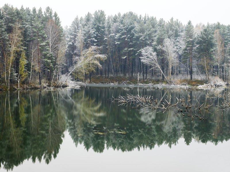 первый снег. пруд у села карпысак новосибирской областиphoto preview