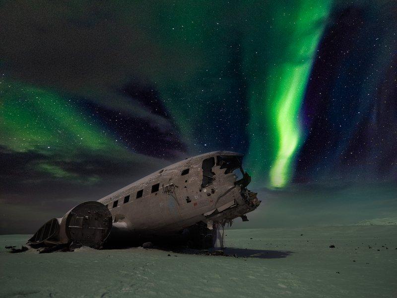 iceland,abandoned plane,aurora,long exposure,travel,fuji film gfx,nightscape, Night dramaphoto preview