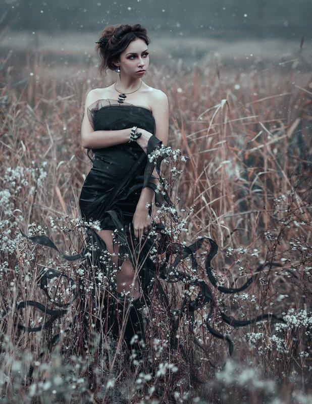 женский портрет, туман, постановочная фотография, fog, gothic, staged photography, woman portrait, tyagushovaphoto, fantasy, женский образ, мифология, фэентези Горгонаphoto preview