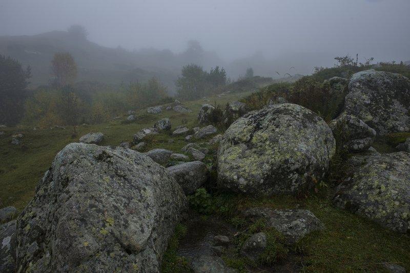 Кабардино-Балкария, осень в горах, Черекское ущелье, река Метиан-Су, снегопад в горах, Верхняя Балкария Снегопад, туман, река Метиан-Суphoto preview
