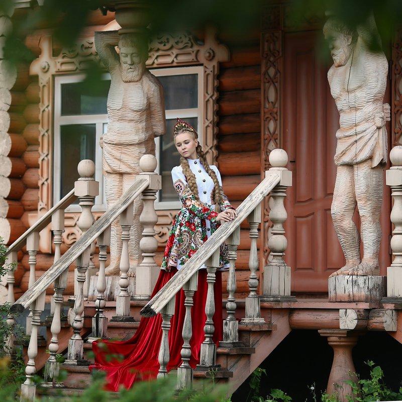 русский стиль, резной дом, русская красавица, народный костюм, русский народный костюм, дизайнерский костюм, русская старина, старина, русский photo preview