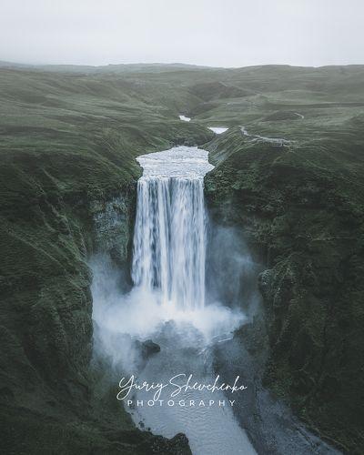 Дождливый водопад Скогафосс.