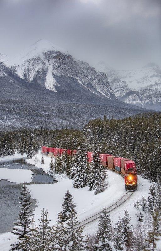 train, morant\\\'scurve, rockies ПОЕЗД В ГОРАХphoto preview