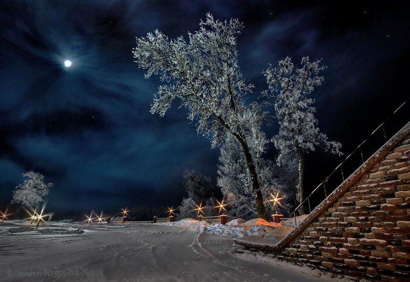 Лунное сияние над замком Радзивиллов во всём Мире