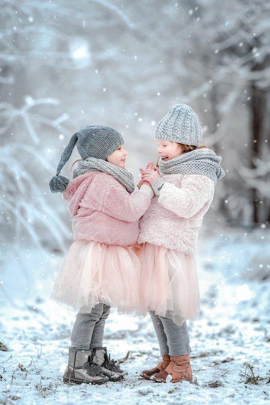 зима новый год дети собаки снег рождество Два маленьких чудаphoto preview