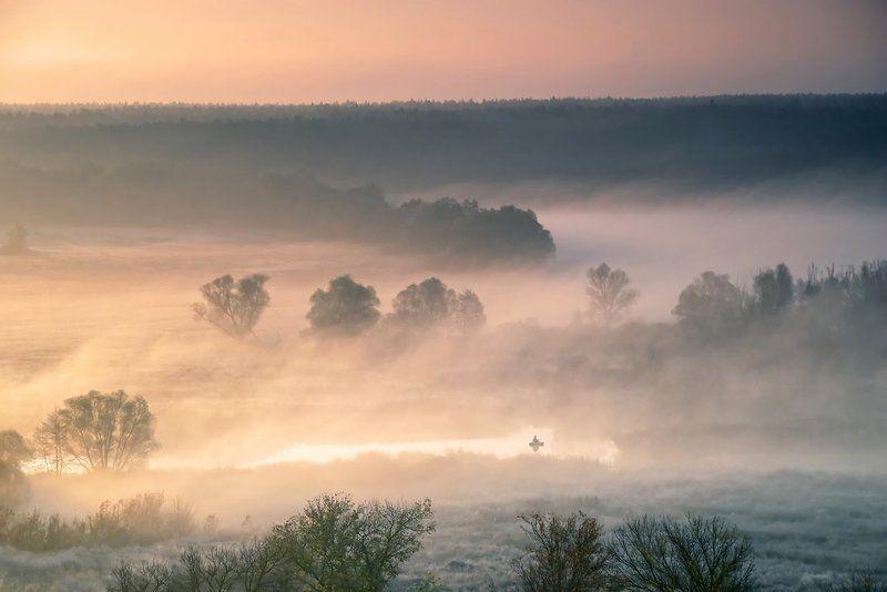 осень, река, туман, рыбак идиллияphoto preview