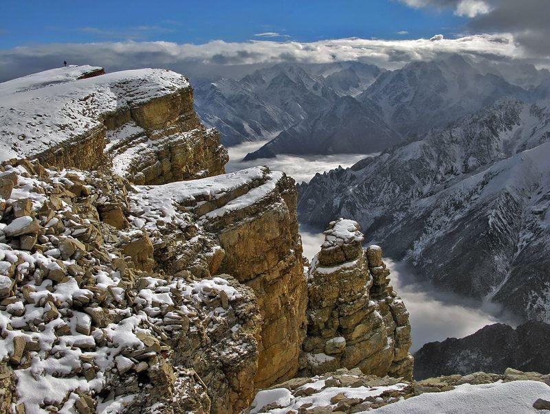 горы,кавказ,осетия,поход,зима,скалы,облака О больших горах и маленьком человекеphoto preview