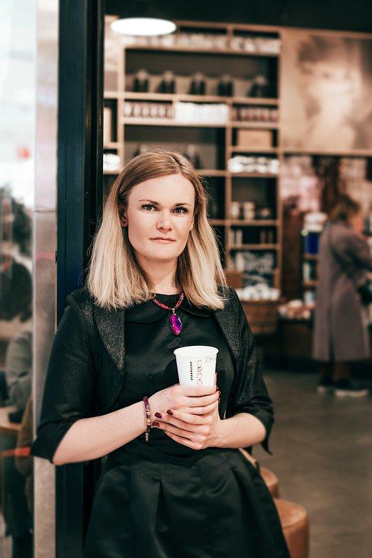 девушка, портрет, красота, блондинка Портрет в интерьере кафе photo preview