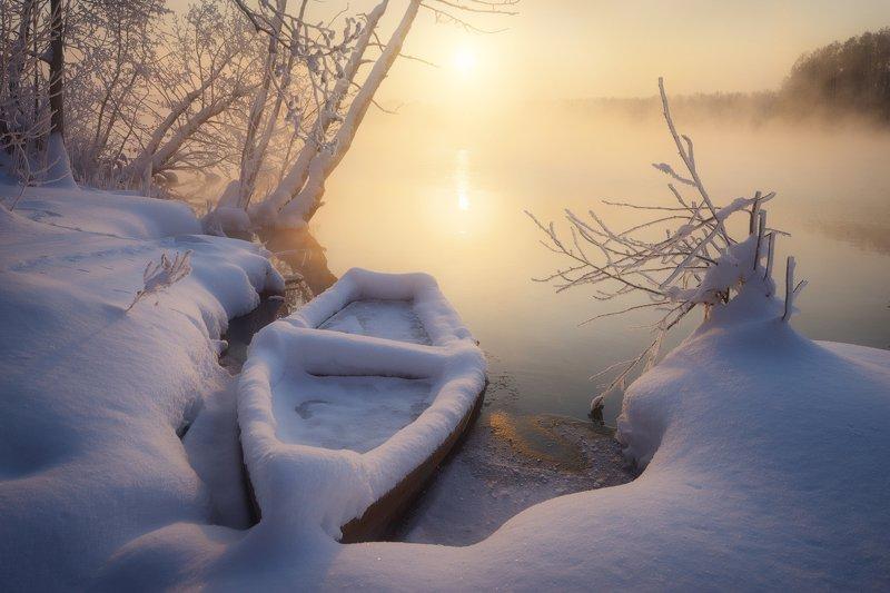 зима, мороз, лодка, шатура, озеро, деревья, иней В морозных утренних тонахphoto preview