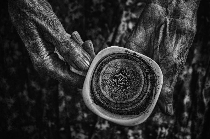 conceptual, black and white, hands, coffee, life, old age,,концептуально, черно-белое, руки, кофе, жизнь, старость, Advance is Life\'s conditionphoto preview