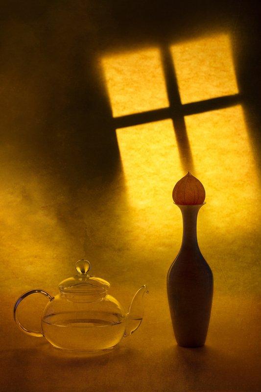 Натюрморт с чайником и вазой на фоне ночного окнаphoto preview